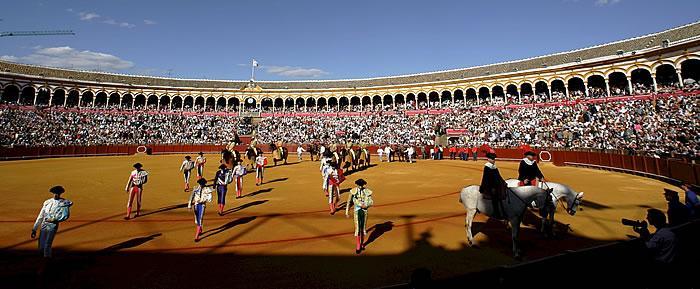 Paseíllo-en-la-Maestranza-de-Sevilla