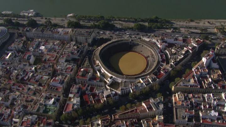 117475515-plaza-de-toros-de-la-real-maestranza-guadalquivir-sevilla-ciudad-arena-edificio