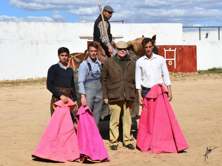 GRUPO CON EL GANADERO